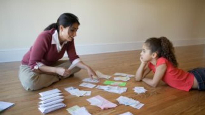 Los hijos pueden ser una ayuda al declarar los impuestos, el Servicio de...