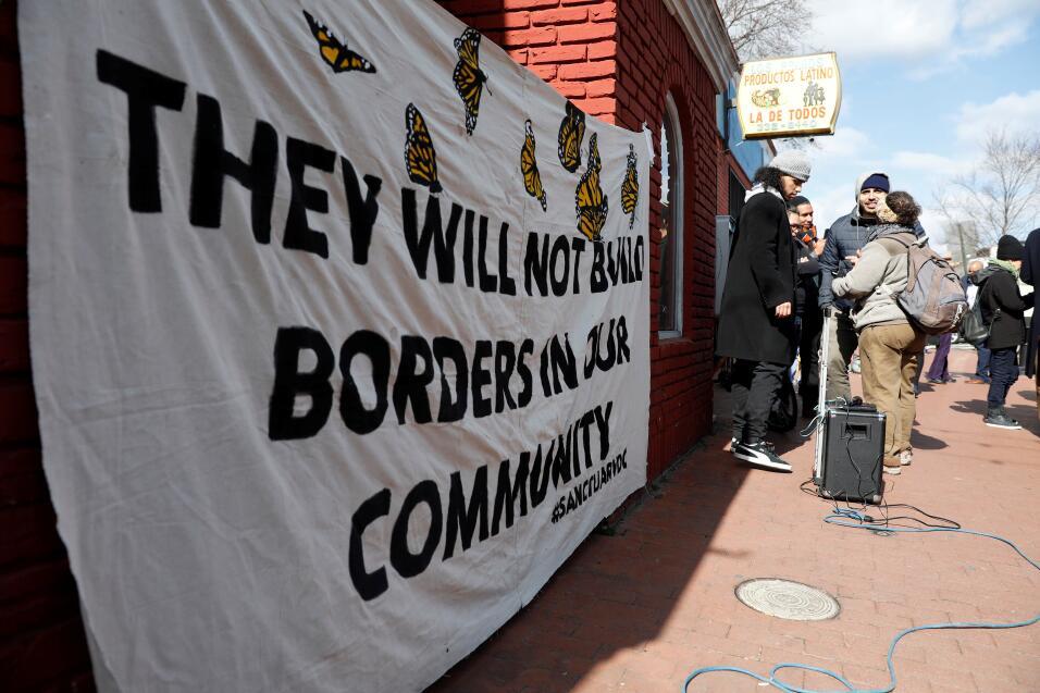 El día sin inmigrantes se hace notar en Los Ángeles 2017-02-16T165140Z_3...
