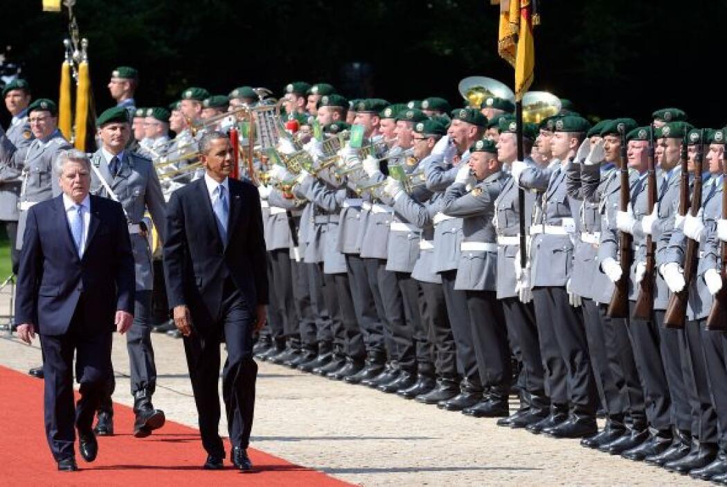 El presidente alemán lo recibió con la ceremonia protocolaria en el parq...
