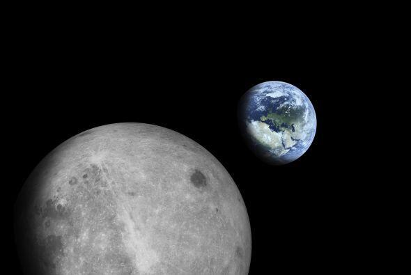 La tierra tiene un satélite natural; la Luna.
