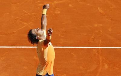 Rafael Nadal celebra su triunfo sobre Murray en Mónaco.