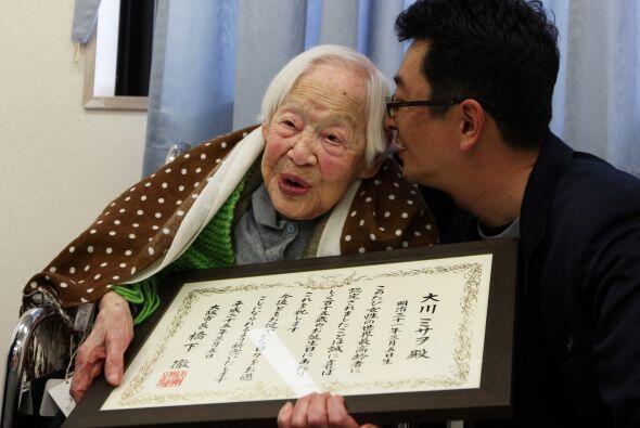 Desde hace 18 años, Okawa vive en un hogar de retiro donde tiene...