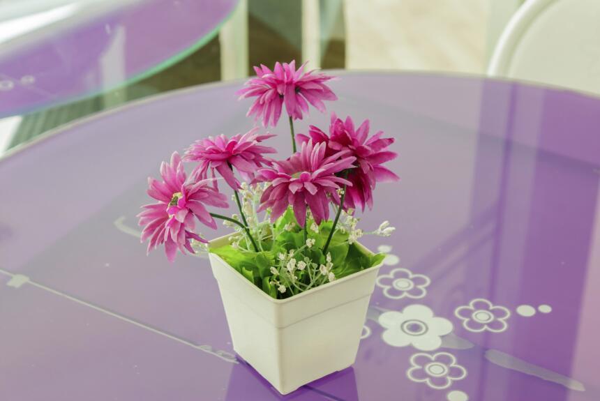 Para que las flores naturales duren más tiempo recuerda colocarla...