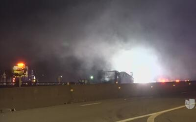 Camión se estrella e incendia en la I-35E en Waxahachie