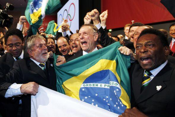 Celebrando con el presidente Lula la nominación de Rio de Janeiro...