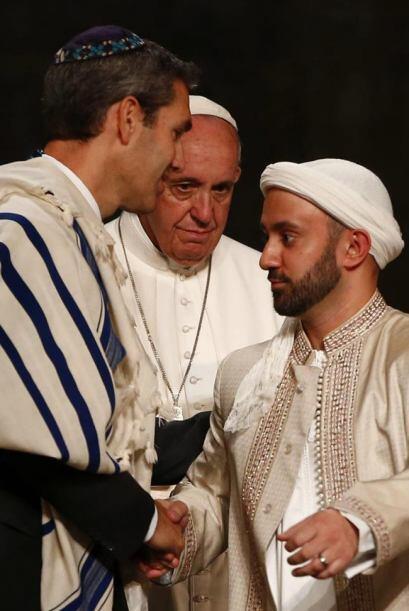 Francisco, junto a un representante judío y uno musulmán.