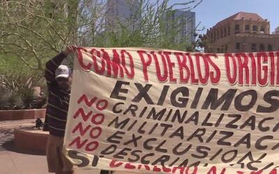 Decenas de personas toman las calles de Phoenix para protestar contra de...