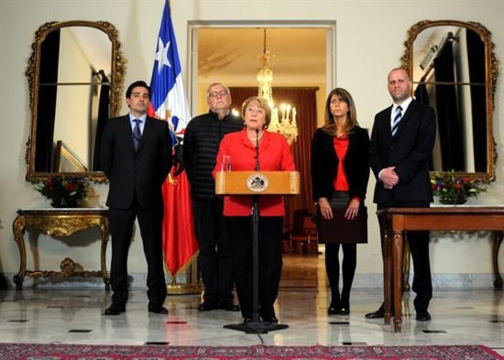 Bachelet estuvo acompañada de los ministros Álvaro Elizalde (i) de la Se...