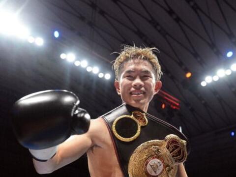 El púgil japonés Kazuto Ioka venció por nocáut al tailandés Wisanu Kokie...