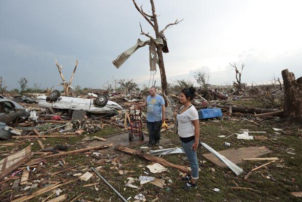 Un tornado categoría F4 arraso con escuelas y decenas de casas en...