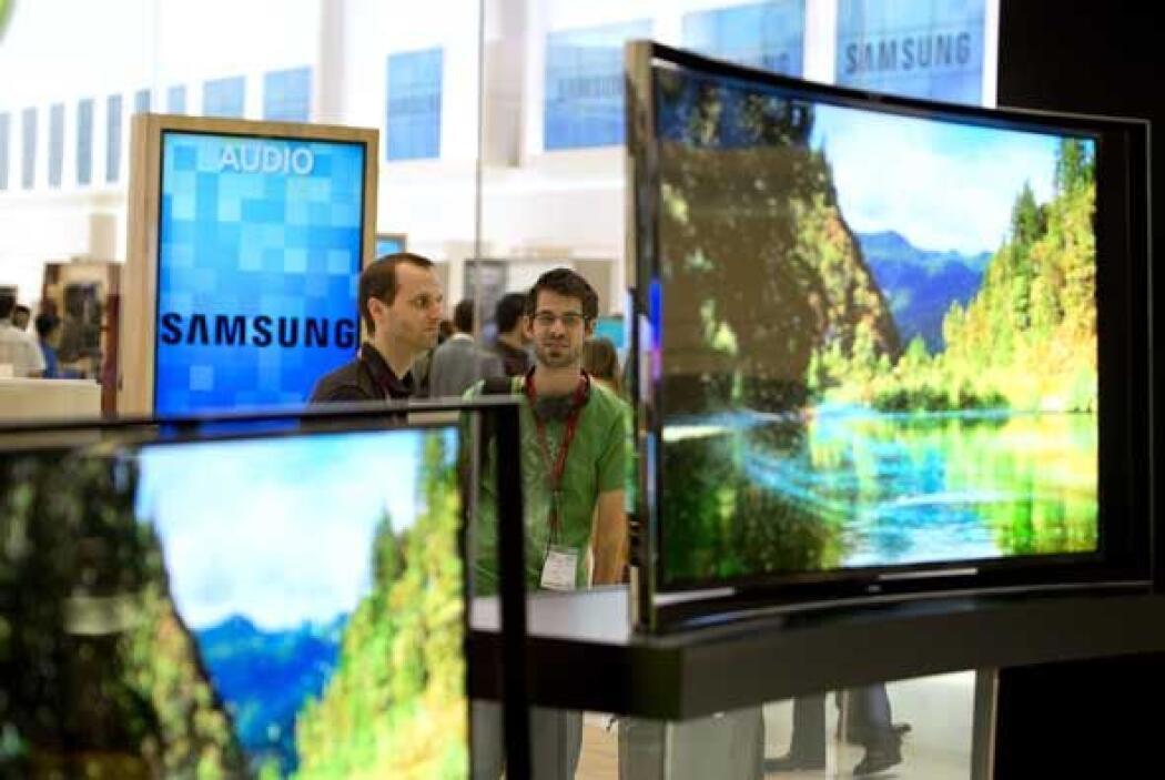 La OLED TV de pantalla curva es la primera de una familia que Samsung es...