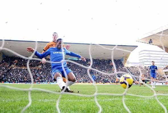 Didier Drogba fue la gran figura del partido con dos goles. Este fue el...