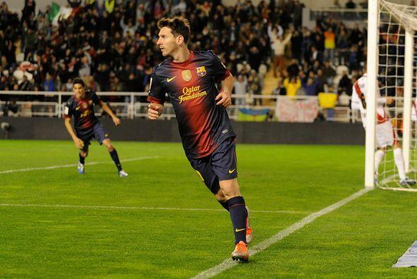 Ya en la línea de delanteros, el argentino Lionel Messi parece un inamov...