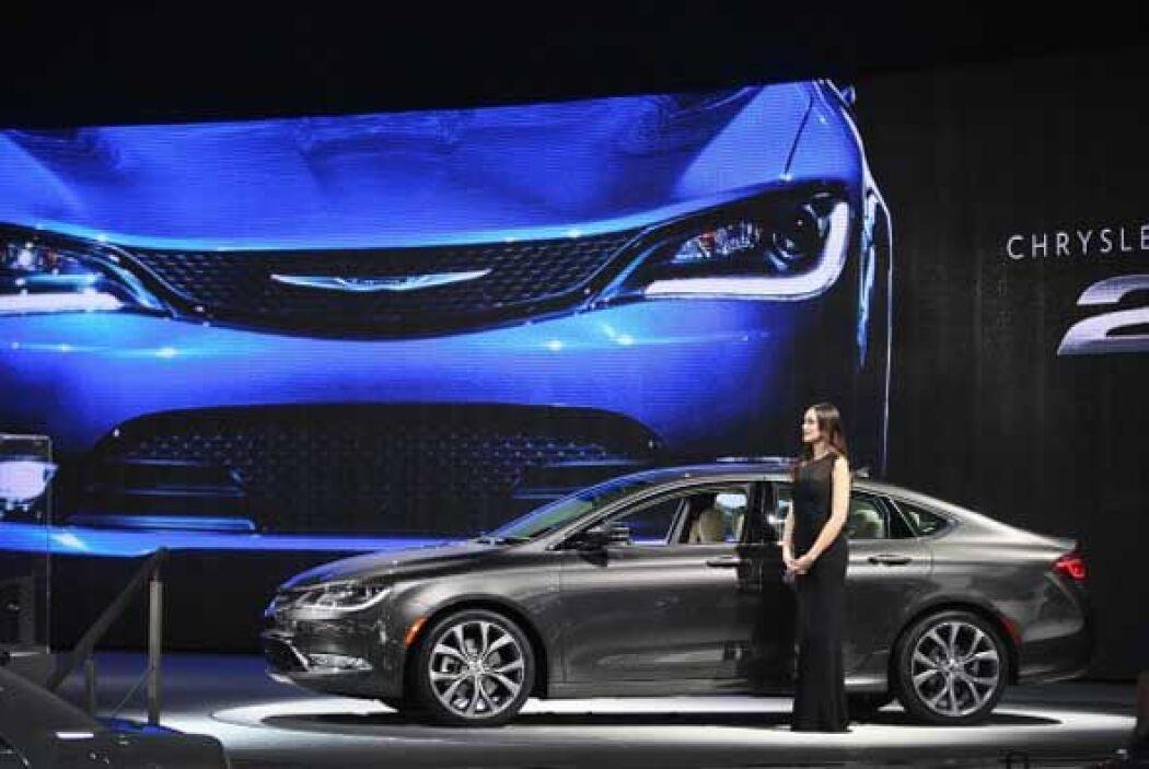 Chrysler decidió cambiar por completo el 200 y presentó su nueva versión...