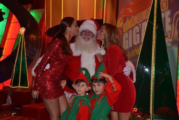 Karol no se quiso quedar atrás y junto con Rosina se acercaron a Santa p...
