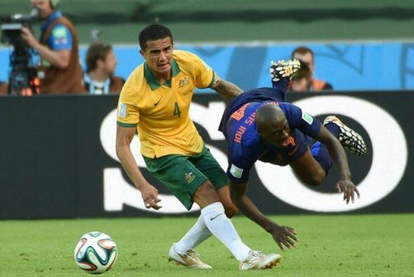 El jugador holandés sufrió una aparatosa caída durante el juego por la C...