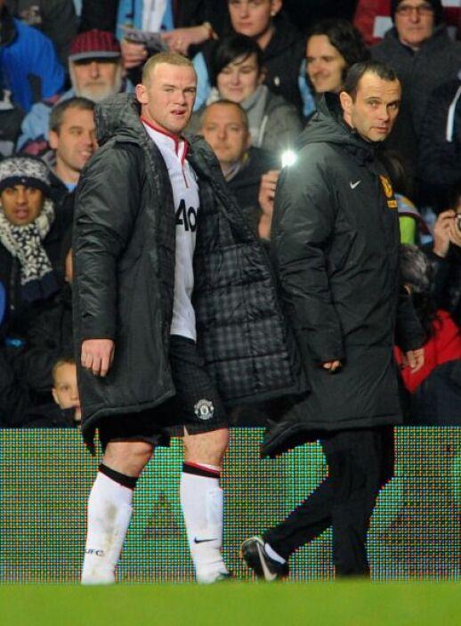 Con el partido empatado Rooney fue sustituido.