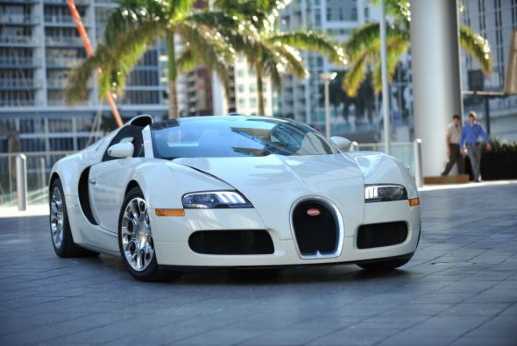 -Bugatti Veyron: Le gusta llamar la atención y qué mejor forma de hacerl...
