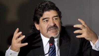Diego Maradona junto al brasileño Romario, criticaron en Sao Paulo a la...