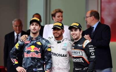 'Checo' Pérez, junto a Hamilton y Ricciardo.