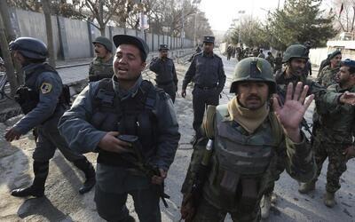 Militantes de ISIS atacan un hospital en Afganistán haciéndose pasar por...