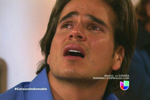 Octavio se siente culpable de haber dejado sola a Maricruz.
