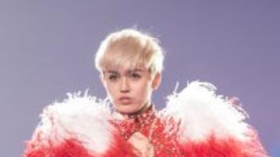 Se ha dicho que Miley Cyrus extraña demasiado a su ex, a quien le compus...
