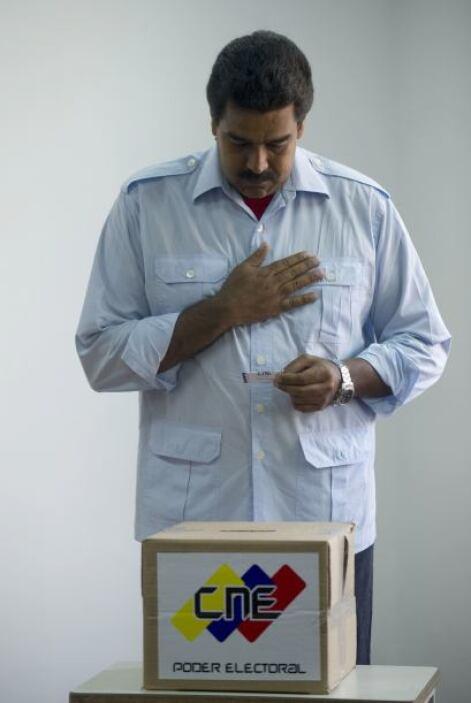 Tras emitir el sufragio, Maduro partió al 'Cuartel de la Montaña', en el...