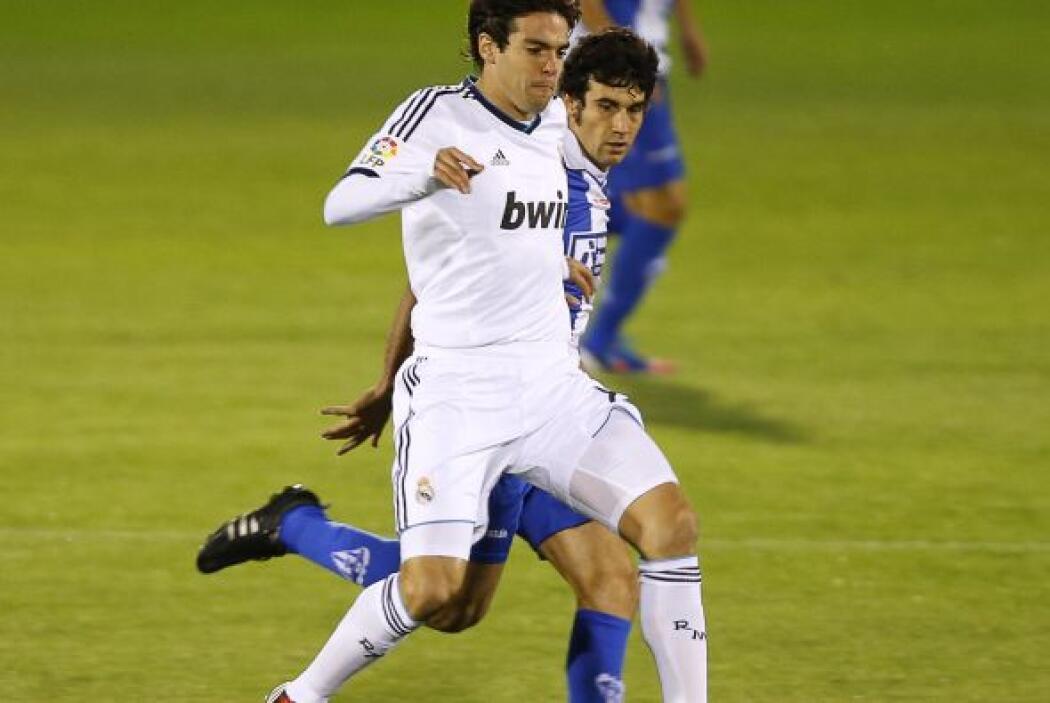 Kaká le siguió para poner el 2-0.