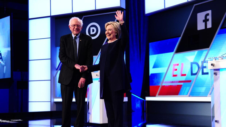 Clinton y Sanders dicen que no deportarán a niños indocumentados PHL_983...