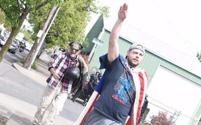 Video: Saludo nazi, amenazas con bate y otras actitudes racistas del det...