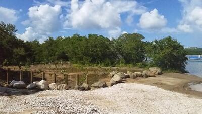 Camino que lleva a la famosa Bahía Mosquito, de Vieques.