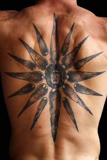 Vista detallada del tatuaje de Michael Katsidis de Australia que represe...