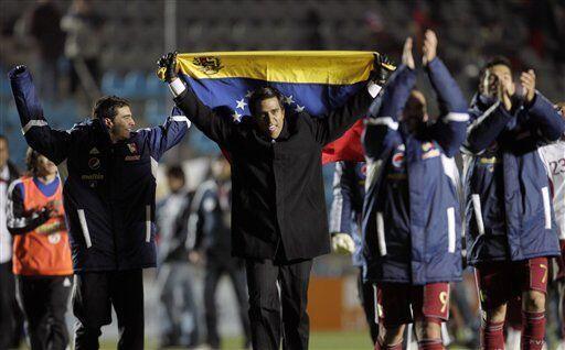 Otro que se unió a la pena del fallecimiento de Hugo Chávez fue el entre...