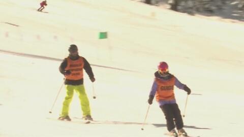 La tecnología le ayuda a esquiar a un veterano de guerra que perdió gran...