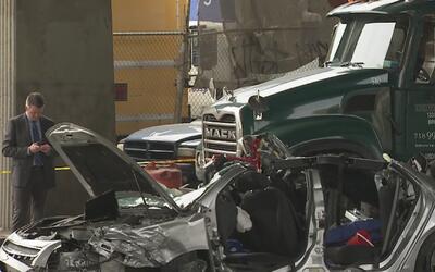 Un niña muerta y tres personas más heridas por choque de camión de basur...
