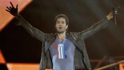 El cantante español se encontraba actuando en México y Kate Moos le tiró...
