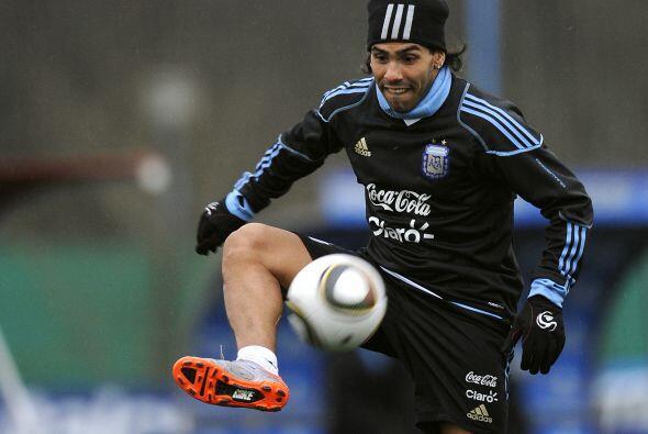 Carlos Tevez, que ya quiere saber quién será el nuevo técnico oficial de...