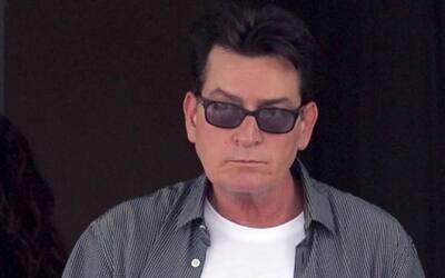 Charlie Sheen insiste que le deben 40 millones de dólares