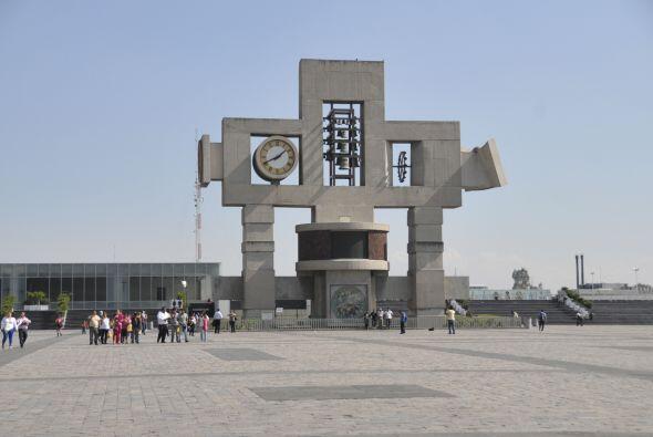 El Carrillón se encuentra justo en el centro de la plaza de la Basílica...