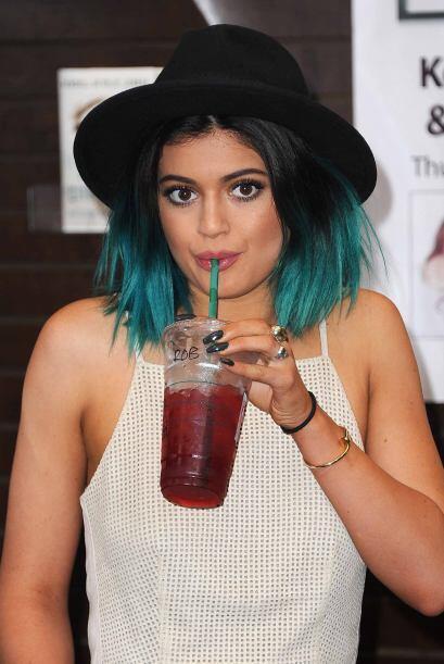 Kylie lleva un estilo muy desenfadado y eléctrico considerando su...