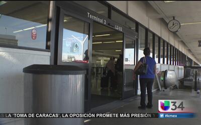 Evacúan terminal de LAX