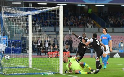 Adriano abrió el marcador al minuto 13 en San Paolo.