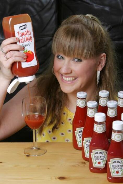 Conoce a la fanática de la salsa cátsup número uno, una chica que consum...