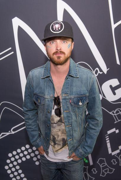 El actor Aaron Paul, de Breaking Bad, llegó con una camiseta de c...