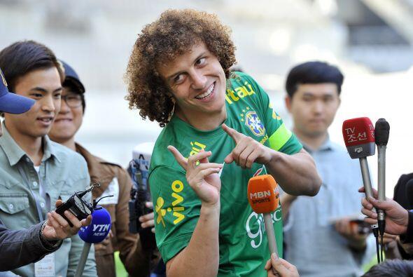 David Luiz:Con esos cabellos sólo te faltó la sonrisa para hacerla de pa...