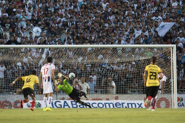 Se marcaron 3 penales de los cuales fueron fallados 2 de ellos Humberto...