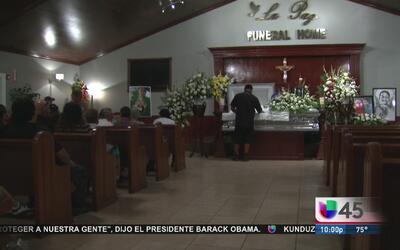 Amigos y familiares den el último adiós al pequeño Josué Flores