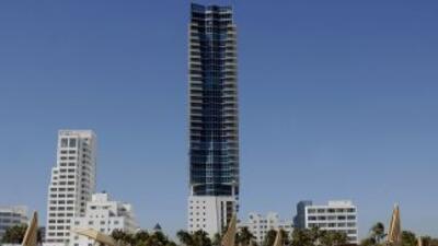 El hotel Setai, con 120 habitaciones y ubicado en Collins Avenue, el cor...