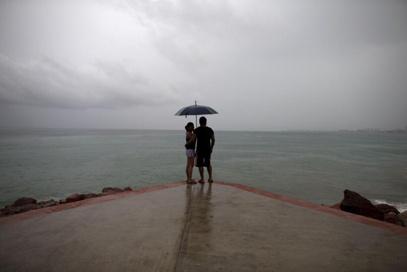 Puerto Vallarta recibe al potente huracán Patricia patricia-manzanillo.jpg